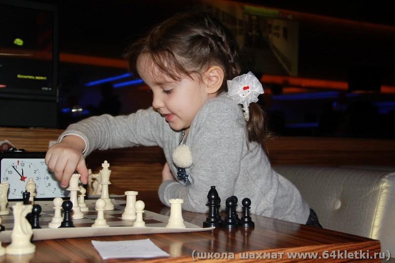 Катя - самая юная участница турнира.)