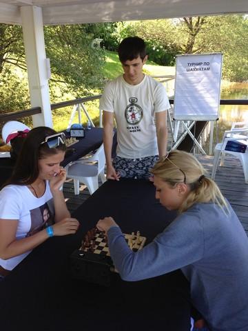 Дарья (справа) - вмешалась в борьбу за призы и взяла 2е место!