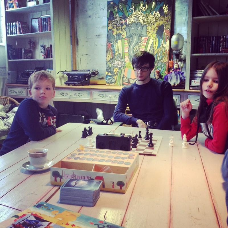 Играем в шахматы.