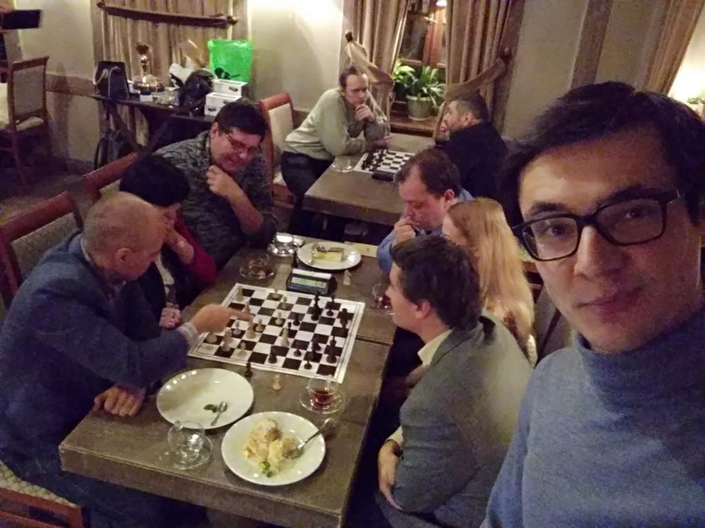 Шахматы три на три.)